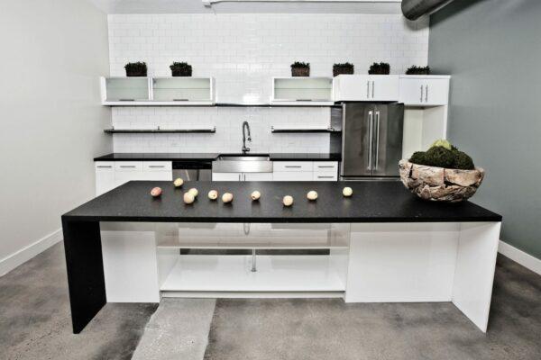Natural stone countertop / Silestone / kitchen